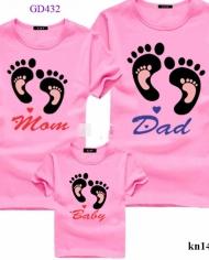 áo gia đình có dấu chân